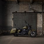 Production (Stock) Harley-Davidson Road King, Harley-Davidson Road King - Harley-Davidson Announces Milwaukee-Eight-Powered Road ... Source: <a href='https://www.motorcycle.com/manufacturer/harley-davidson/harley-davidson-announces-milwaukee-eight-powered-road-king-special.html' target='_blank'>https://www.motorcycle.com/...</a>