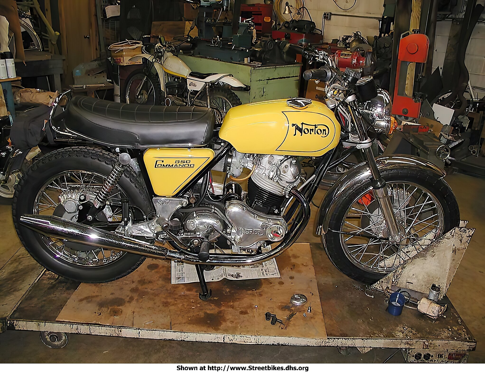 Norton 850 Commando - ID: 923