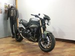 Production (Stock) Triumph Speed Triple, Triumph Speed Triple - Umgebautes Motorrad Triumph Speed Triple 1050 von Triumph ... Source: <a href='https://www.1000ps.at/umgebautes-motorrad-triumph-speed-triple-1050-42642' target='_blank'>https://www.1000ps.at/...</a>